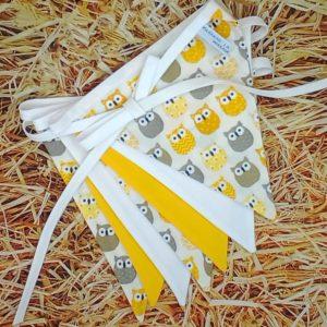 guirlande de 7 fanions hiboux jaune Marraine la Fée {coton, biais blanc)