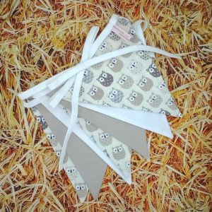 guirlande de 7 fanions hiboux taupe Marraine la Fée {coton, biais blanc)